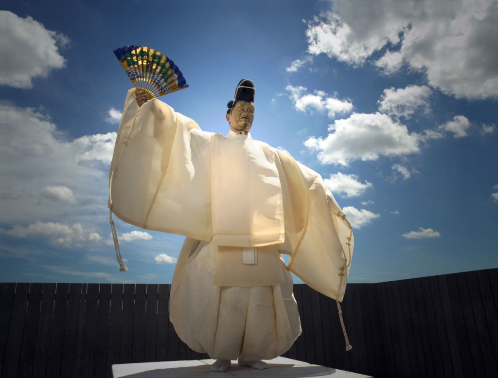 Okina (archetypal ritual form of noh) Noh Performer: Hodaka Komparu / Photo by Miro Ito