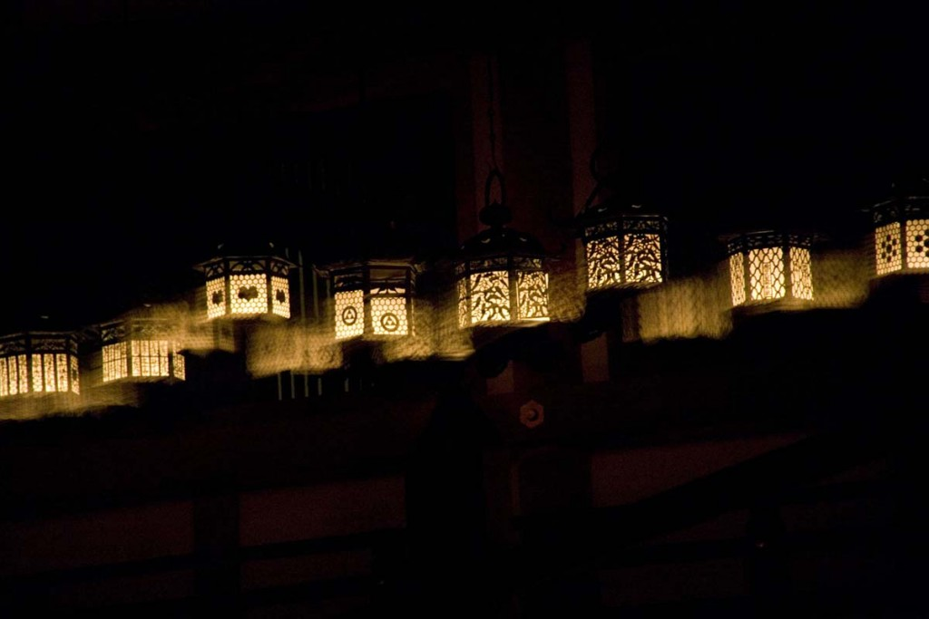 Mantoro: Festival of ten Thousand Lanterns Kasuga-taisha Shrine Photo by Miro Ito